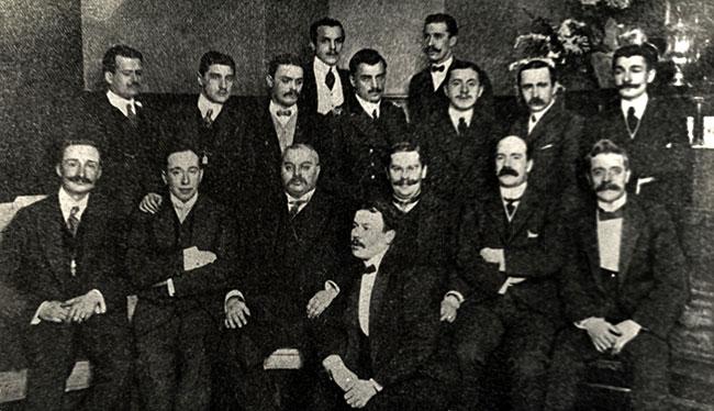 Учредители Всероссийского Футбольного Союза 1912г. С.П.Пестерев в военной форме в середине верхнего ряда.