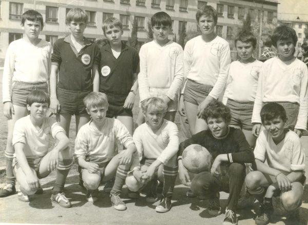 Команда 1963-64 г.р. на играх Кожаного мяча в 1977 году