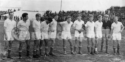 Команда СКЧФ. 1961 год. В центре уперев руки в бока Анатолий Евгеньевич Смирнов.