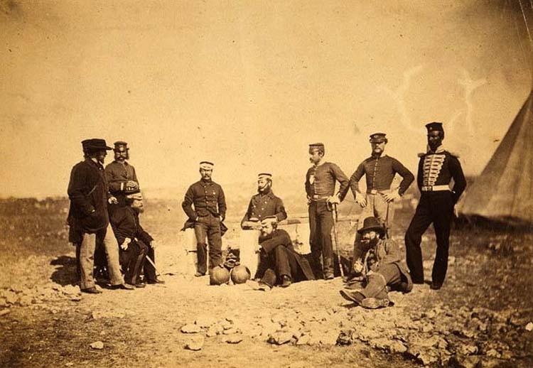 Английские солдаты в минуты отдыха.