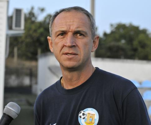 Главный тренер Александр Рябоконь. лето 2011 г.