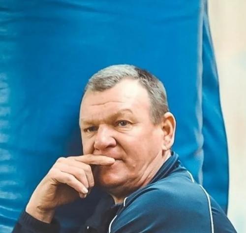 Старший тренер Александр Гуйганов....