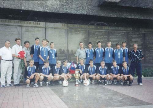 Белобаба А. с командой 1988 г.р. призеры юношеского Первенства Украины по первой лиге у Вечного огня