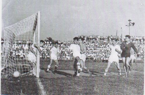 Стадион СКЧФ. 1958 г. Золотой гол Бориса Байтмана в ворота Ростсельмаша.