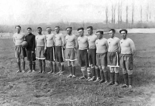 Команда Мор Погранчастей. Снимок сделан на довоенном стадионе в Балаклаве