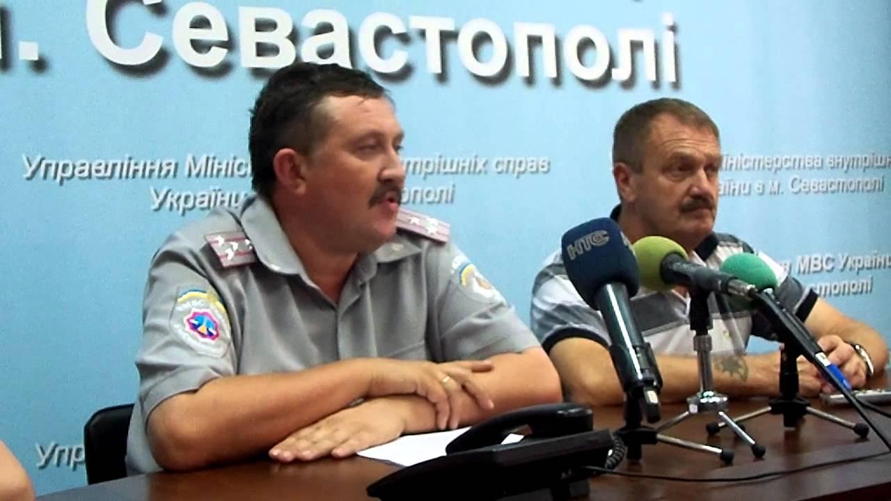 Заместитель начальника, начальник штаба УВД С. Помелков и Ваш покорный слуга.